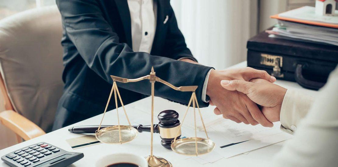 Advogado comercial em Curitiba